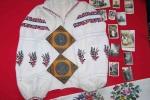 Ці речі привезені з села Себечева на Сокальщині. Серед них дві невеликі ікони, сорочка, світлини, на яких рідне село мого батька Теодора Кантора, його батьки, брати, сестра, знайомі.  Дарія Кантор
