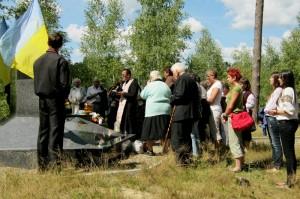 Панахида на братській могилі на кладовищі у Горайці. Відправляє о. Іван Тарапацький, 18 серпня 2012 р.
