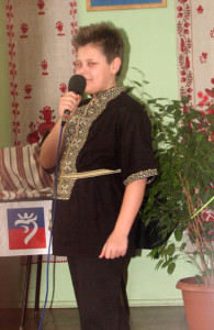 Данило Розмус зі Щецина(І місце у ІІІ віковій групі декламує вірш «Лелека». Фото авторки статті