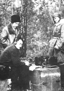 Українські радисти за роботою. Волинь, 1943 р. Джерело: http://vk.com/uvr_oun_upa