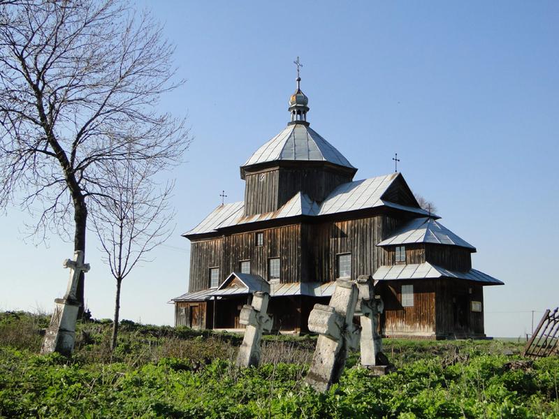 Мальовничо розташована церква Св. Миколая (ХІХ ст.) в селі Мицеві колишнього Сокальського повіту (сьогодні в користуванні римо-католиків). Фото автора статті