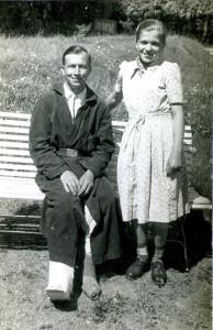 Григорій Михалик з донею Анною під час її відвідин у шпиталі (1950 р.). Фото з архіву авторки
