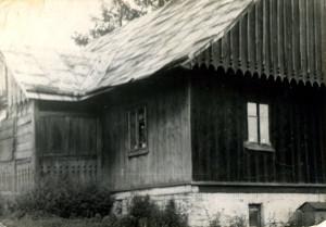 Хата Григорія Михалика (колись під номером 91), в якій 1935 р. народилася авторка спогаду (стан на 1975 р.). Фото з архіву авторки