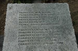 Надмогильна плита убитих поляків у Павлівці. Фото Ярослава Присташа