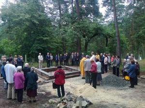 Освячення наріжного каменя майбутньої каплиці в Тенетиськах. Фото автора статті