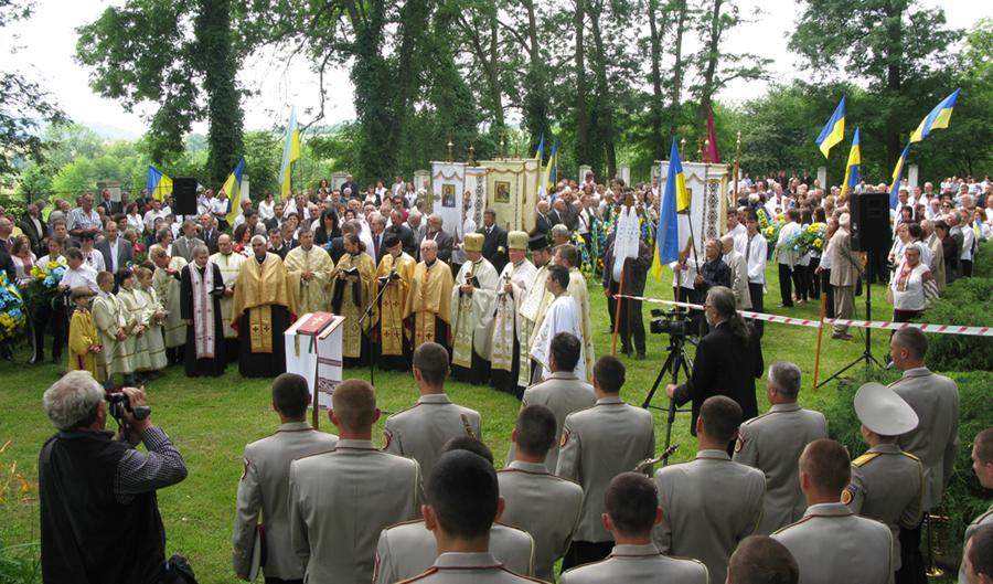 Молитва за безсмертну славу воїнів українських армій ХХ століття. Фото автора статті