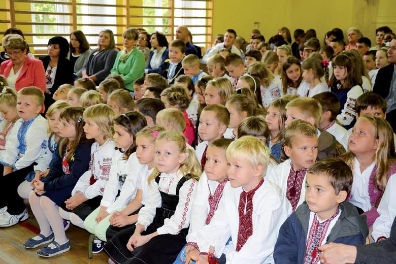 Початок навчального року в школі у Бартошицях. Фото Мирослава Дрозда