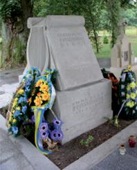Пам'ятник на могилі о. Михайла  Вербицького у Млинах