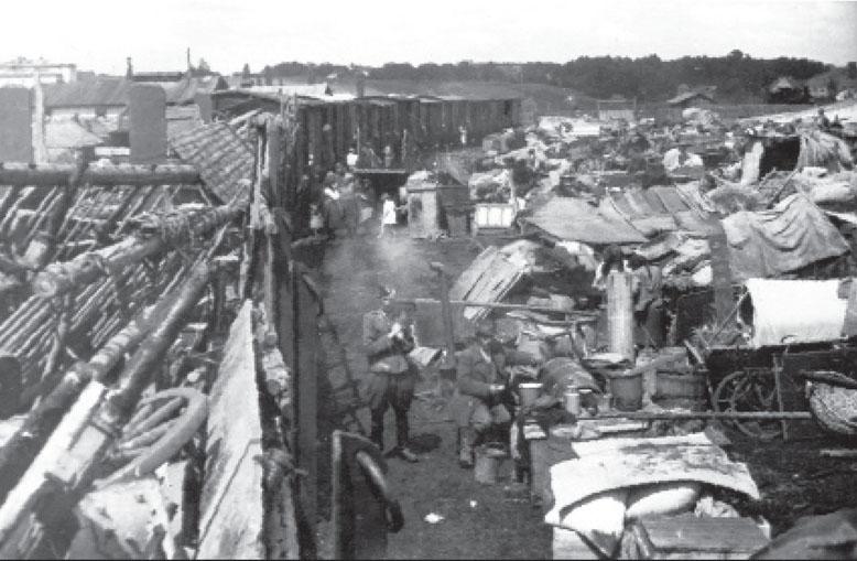 Акція «Вісла» – депортовані люди, згромаджені на залізничній станції. Джерело: І. Hałagida, «Szpieg Watykanu»? Kapłan greckokatolicki ks. Bazyli Hrynyk (1896–1977), Warszawa 2008, s. 652