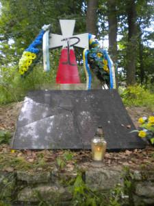 Знищення могили на горі Монастир. Фото Богдана Лопушинського