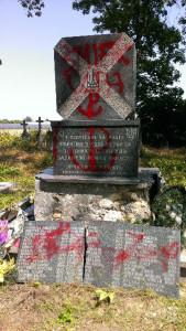 Пам'ятник у Вербиці після осквернення. Фото Андрія Божика