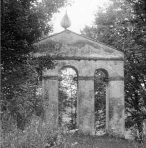 Храмова дзвіниця в Королику-Волоському, 80-ті роки. Фото з архіву товариства «Королик- Волоський»