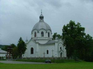 Церква (тепер костел) у Ванівці з елементами збереженого іконостасу. Фото автора статті