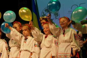 ▲ Наймолодші учні школи на сцені Казимирського замку в Перемишлі.