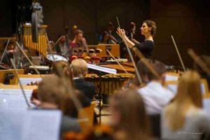 За диригентським пультом – Оксана Линів. Концерт в Геркулес-залі