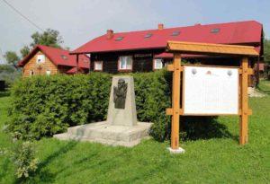 <strong> Пам'ятний знак на місці народження поета.</strong> Фото автора статті