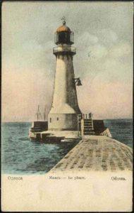 <strong>Листівка із зображенням старого маяка на Карантному молу</strong>. Фото з Вікіпедії