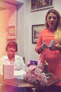 <strong>Дарина Попіль (справа) під час презентації своєї книжки.</strong> Фото Дарки Ліхт