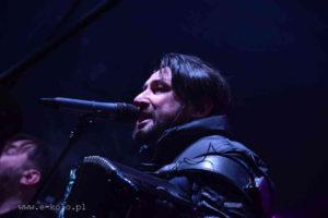 Лідер київського рок-гурту «Коzak System» Іван Леньо під час концерту у місті Коло. Фото з Youtube
