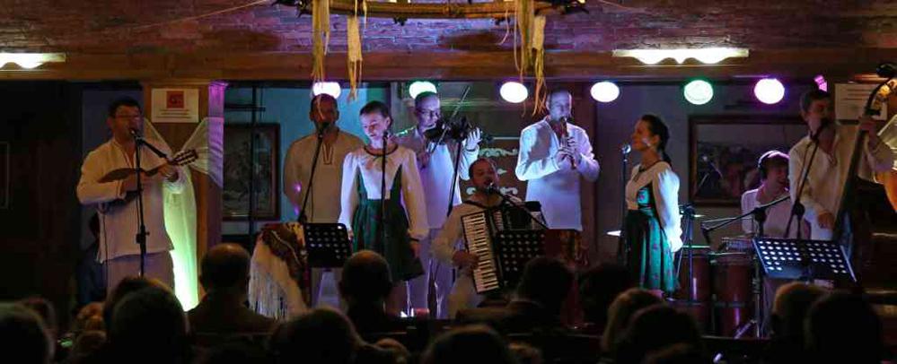 Гурт «Серенча» під час концерту у Висовій, 2015 р. Фото з архіву гурту «Серенча» Павло Лоза