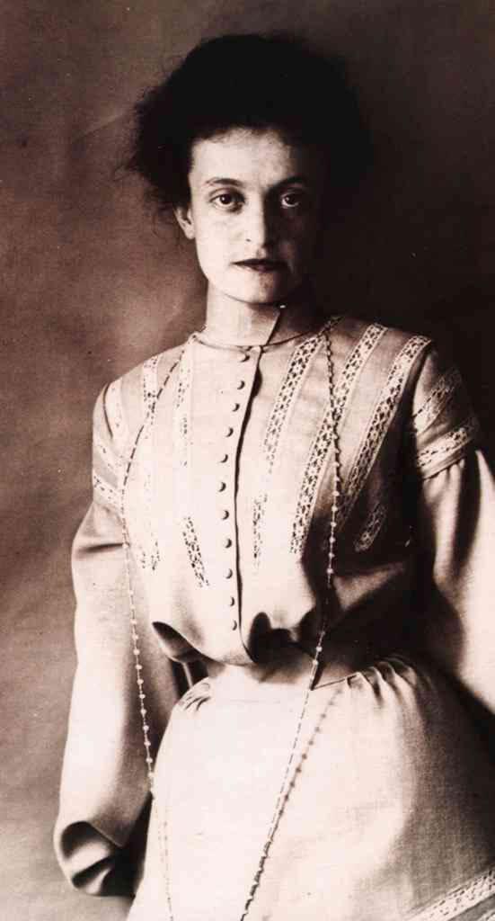 ▲ Олена Кульчицька — 1910 рік. Фото з Вікіпедії
