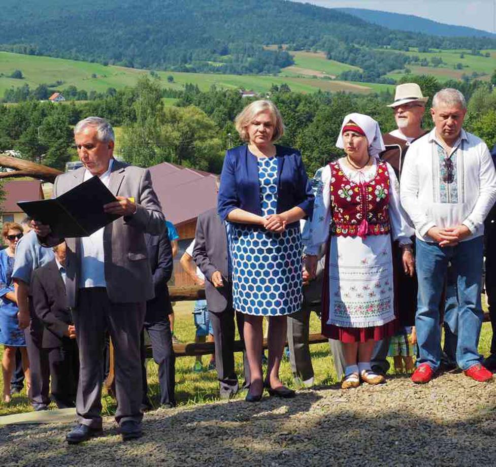 Голова Об'єднання лемків Стефан Клапик відкрив «ватру» і привітав гостей та учасників. Усі фото автора статті