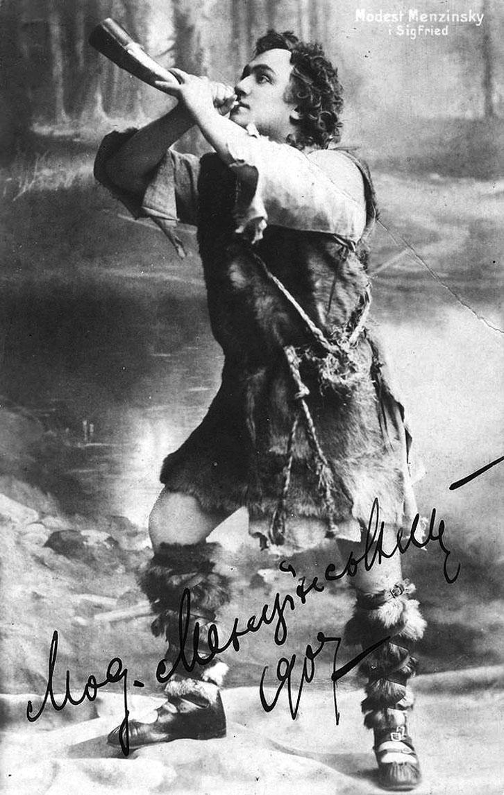 ▲ Модест Менцинський у ролі Зигфріда в оперному циклі «Перстень Нібелюнгів» Р. Вагнера. За визначенням німецьких рецензентів, у цій партії не було йому рівних в усій Європі. Поштівка з автографом співака