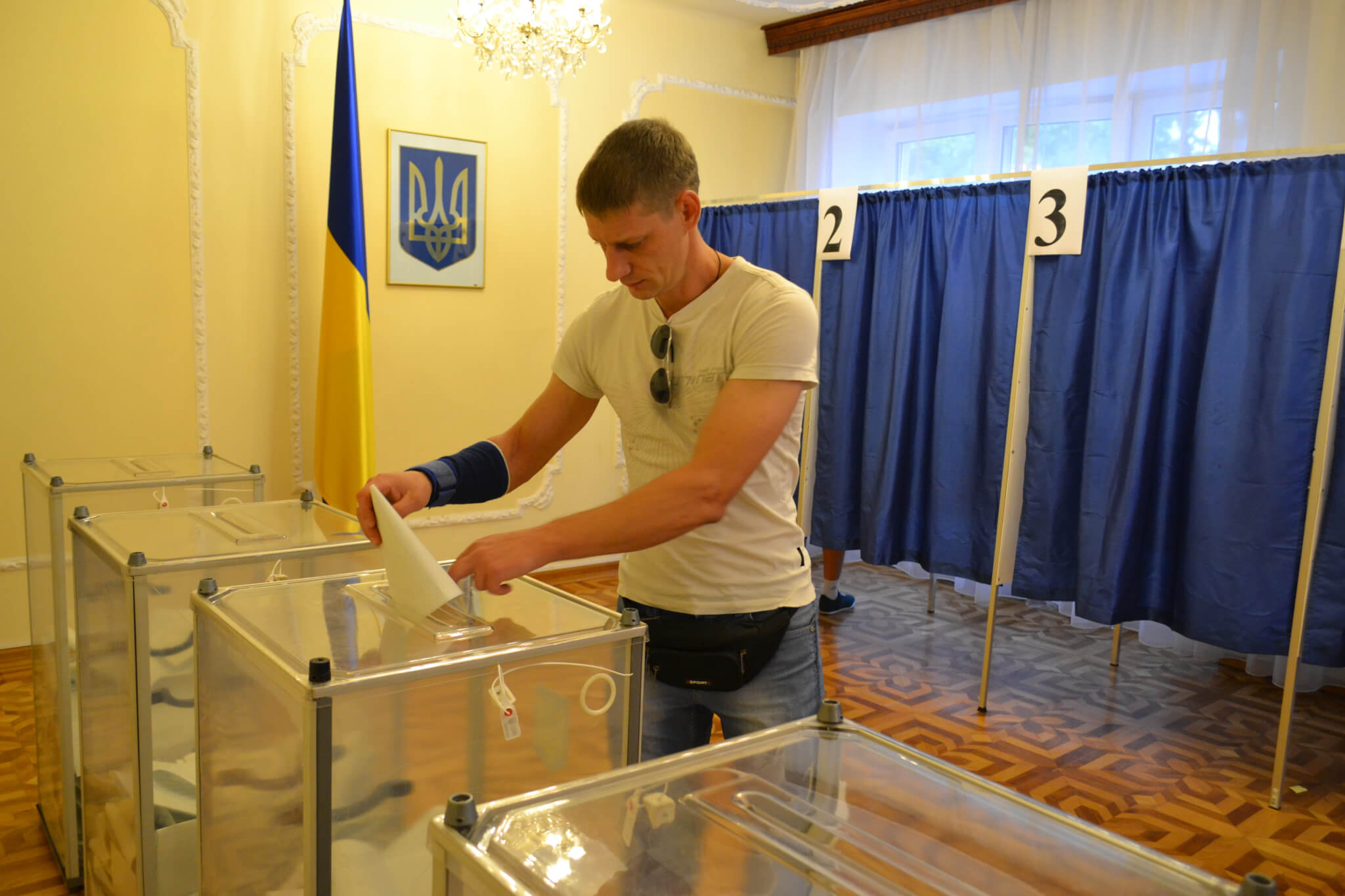 Закондонна виборча дільниця у Варшаві. Авторка - Христина Заник